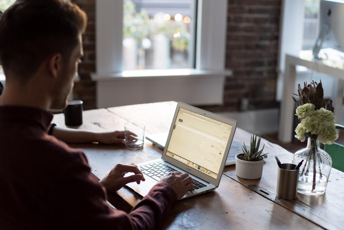 IT-konsulenter med erfaring med netværk, servere og Office...
